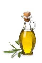 Aceite de oliva virgen y rama de olivo aislado sobre blanco