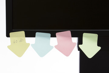 """Monitor with a reminder sticky note """"to do"""""""