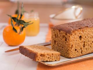 Holländischer Honigkuchen auf einem Teller