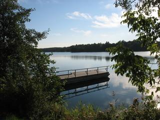 Тихий осенний день на озере