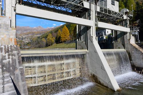 Fotobehang Dam Tracimazione Diga di Maen - Valtournenche - Valle d'Aosta