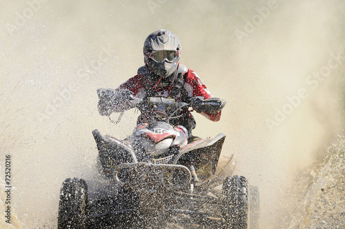 Staande foto Motorsport quad crossing the river