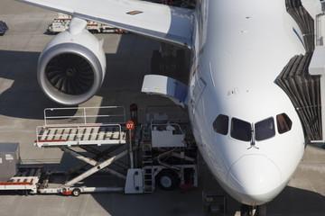 駐機中のジェット旅客機