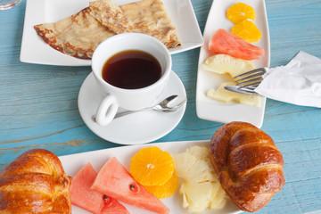 petit déjeuner sur table