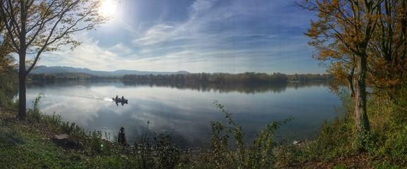 Landschaft am Breitenauer See mit Ruderboot