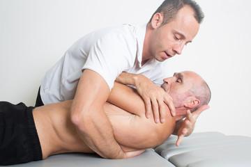Dorsale Manipulation bei aelterem Patienten
