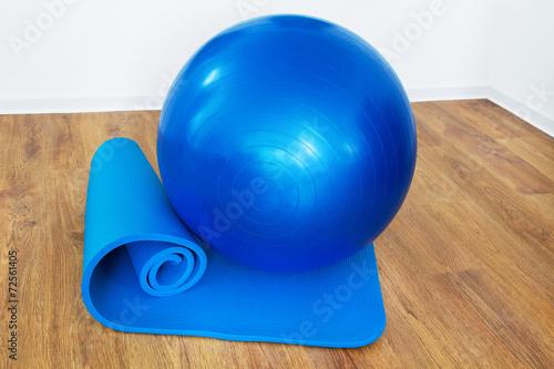 Leinwanddruck Bild Gymnastik - Ball und Matte