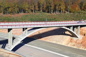 Bogenbrücke über Autobahn_2