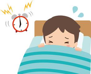 鳴っている目覚ましとベッドの中の男性