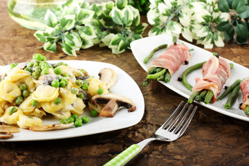 Tortellini with cream, mushrooms and peas