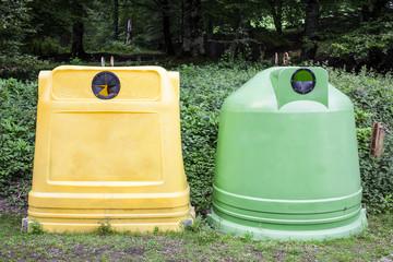 Contenedores para residuos de cartón   y vidrio