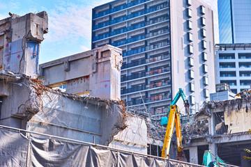 ビルの解体工事現場