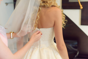 Zipping Weding Dress