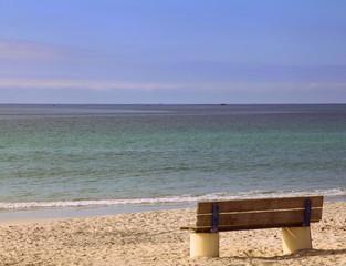 Banc face à l'océan.