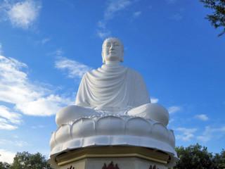 White huge buddha