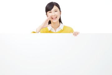 メッセージボードと応援する女性