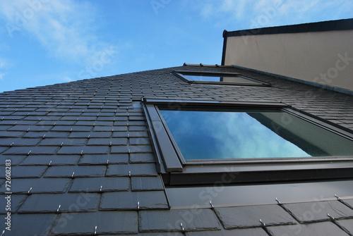 Leinwanddruck Bild Lucarne et toit en ardoises