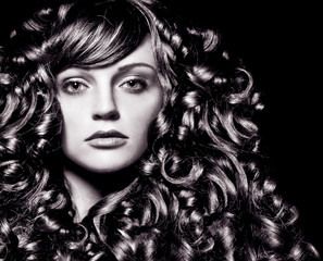 girl with stunning wavy hair-haircolors 35_sw