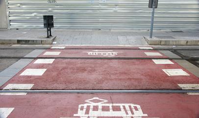 Paso peatones en las vías del tranvía, Barcelona