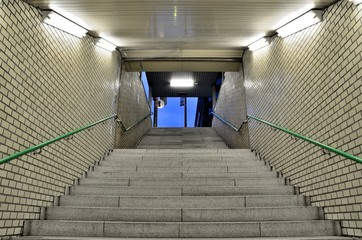 地下通路の階段