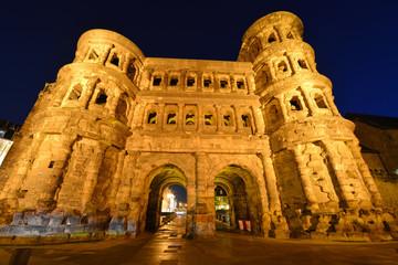 Porta Nigra, Feldseite, römisches Stadttor, Welterbe, Trier