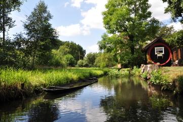 Fass und Kahn im Spreewald
