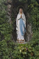 Grotte mit Marienfigur