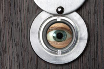 Peephole with eye horizontally 1