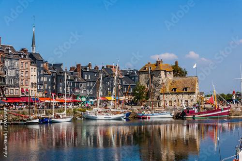 canvas print picture Honfleu Vieux Bassin - Lieutenance 24_