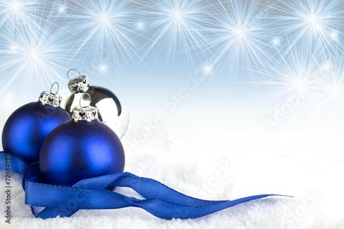 canvas print picture Weihnachtskugeln auf Schnee