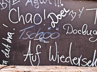 """Tafel mit Beschriftung """"Chao"""""""