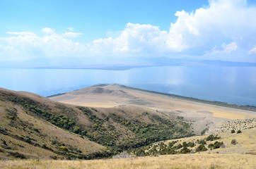 Армения, озеро Севан. Вид с горы