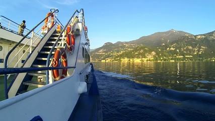lago di Como dal traghetto