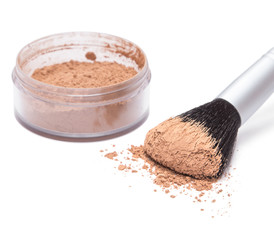 Makeup brush with loose cosmetic powder
