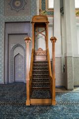 Minbar e Mihrab in moschea