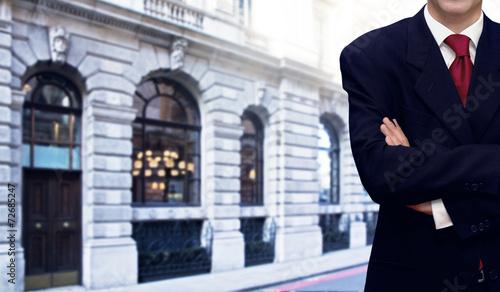 Zdjęcia na płótnie, fototapety, obrazy : Businessman and bank office building