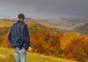 Man photographer in the mountains forest.
