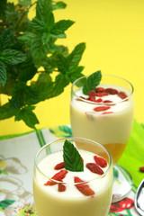 Yogurt con frutta e bacche di Goji