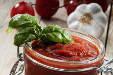 Sauce tomato, basil and garlic