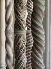 Colonne con mosaici