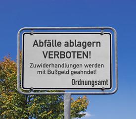 Hinweisschild, Abfälle ablagern verboten