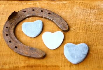fer à cheval,porte bonheur,et coeur,symbole