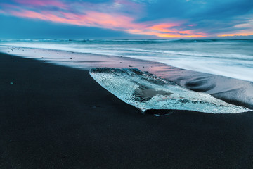 Un iceberg sur la plage