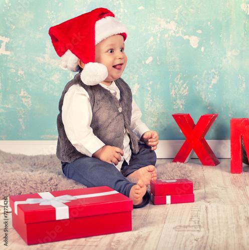 canvas print picture lachendes Baby mit Weihnachtsdekoration