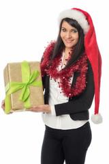 Junges Nikolausmädchen mit Geschenk