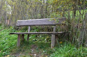 Sitzgelegenheit im Günen - Holzbank