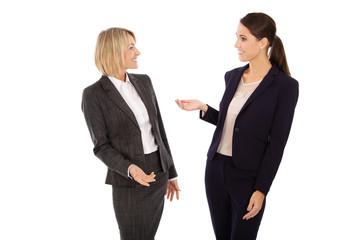 Lachende weibliche Business Personen im Team in Besprechung