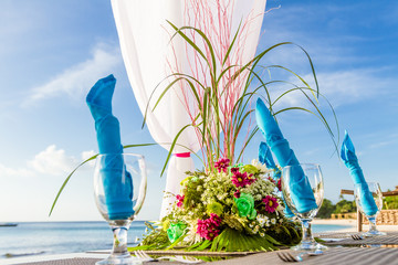 wedding table decoration and tableware, tropical background, rom