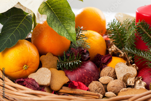 canvas print picture Oranges and gingerbread in christmas basket