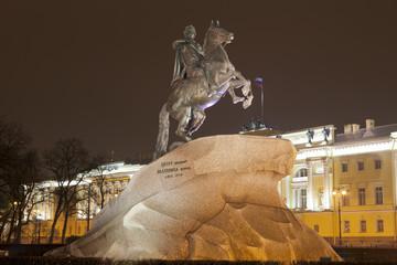 Памятник Петру I на Сенатской площади в Санкт-Петербурге